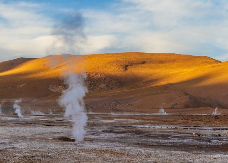 Geysers del Tatio, first rays of sun